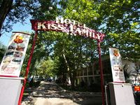 Click here for more images about Hotel Kiss Family.
