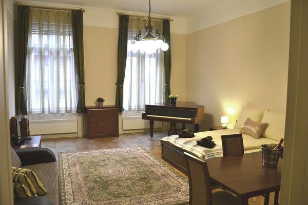 Moon Center Apartment, Budapest