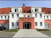 Click here for more images about Hotel Platán.