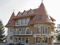 Click here for more images about Hotel Sante.