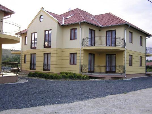 Gabriella Apartment House, Kehidakustány