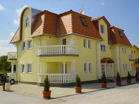 Click here for more images about Szieszta Apartment House.