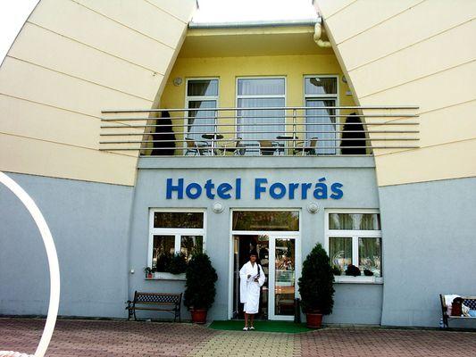 Hotel Forrás, Komárom