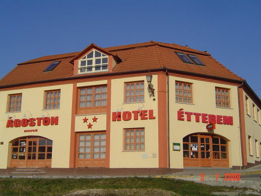 &Aacute;goston Hotel, P&eacute;cs