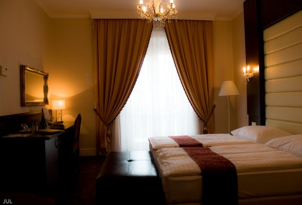 Kristaly Hotel, Tata