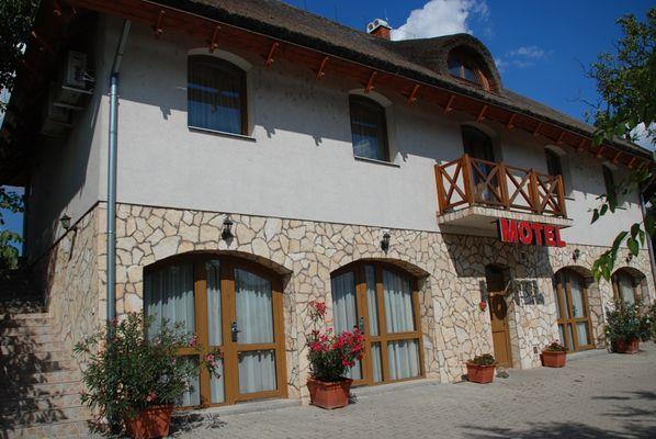 Tekergő Motel, Velence