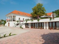 Click here for more images about Zenit Hotel Guesthouse.