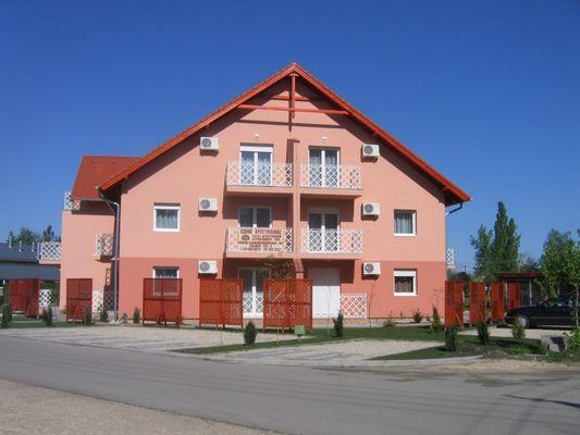Ildikó Apartment House, Zamárdi